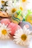 Flores con los huevos de Pascua Fotografía de archivo libre de regalías