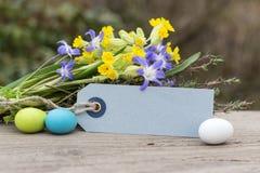 Flores con los huevos de Pascua Fotografía de archivo
