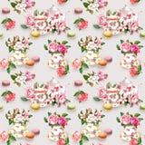Flores, copo de chá, bolos, bolinhos de amêndoa, potenciômetro watercolor Fundo sem emenda Fotos de Stock