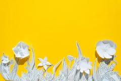 flores 3d de papel com folhas e as hastes pintadas Imagens de Stock Royalty Free