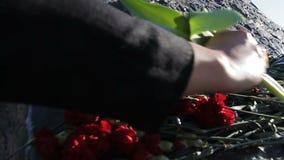 Flores da configuração dos povos do movimento lento a Musa Jalil Monument famoso video estoque