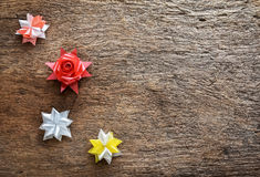 Flores da fita no fundo de madeira Foto de Stock