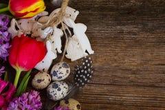 Flores da mola com ovos de easter Foto de Stock Royalty Free