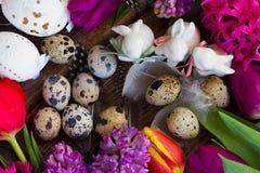 Flores da mola com ovos de easter Imagem de Stock