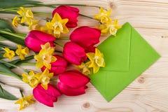Flores da mola para o dia da Páscoa ou de mães Imagem de Stock Royalty Free