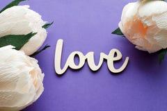 Flores da peônia com cartão do amor Fotos de Stock Royalty Free