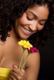 Flores da terra arrendada da menina Imagem de Stock Royalty Free