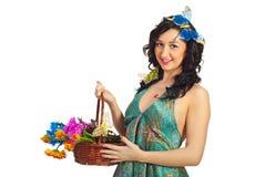 Flores da terra arrendada da mulher da beleza Imagens de Stock Royalty Free