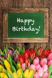 Flores da tulipa e quadro do vintage Feliz aniversario Imagem de Stock