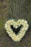 Flores dadas fôrma coração da simpatia Imagens de Stock Royalty Free