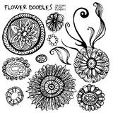 Flores das garatujas e elementos do projeto Fotografia de Stock