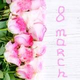 Flores das rosas Vista superior quadrado Conceito o 8 de março, ` feliz s das mulheres Imagens de Stock Royalty Free