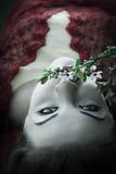 Flores de cheiro da mulher Imagens de Stock Royalty Free