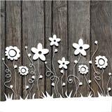 Flores de corte de papel no fundo de madeira Foto de Stock