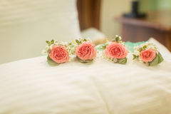 Flores de la boda y decoración hermosa de los anillos Imagen de archivo
