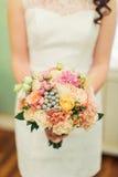 Flores de la boda y decoración hermosa de los zapatos Foto de archivo