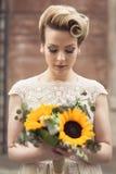 Flores de la boda y una novia Imágenes de archivo libres de regalías