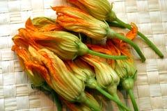 Flores de la calabaza anaranjada Fotografía de archivo