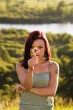 Flores de la explotación agrícola de la mujer Foto de archivo