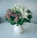 Flores de la lila, aún vida Foto de archivo