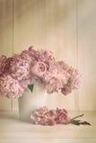 Flores de la peonía con colores del vintage Imagen de archivo libre de regalías