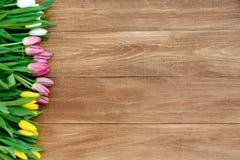 Flores de la primavera en el tablero Foto de archivo libre de regalías