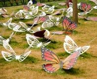 Flores de la primavera y cama de flor coloridas en los parques y los jardines a lo largo del Bosforus en Turquía imagen de archivo libre de regalías