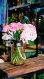 Flores de la rosa y de la lila del rosa Imágenes de archivo libres de regalías