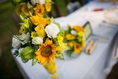 Flores de la tabla fotos de archivo