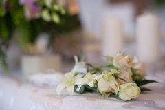 Flores de la tabla de la boda Imagen de archivo libre de regalías