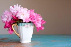 Flores de la taza de té Foto de archivo libre de regalías