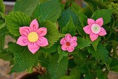 Flores de la tela de Kanzashi Imágenes de archivo libres de regalías