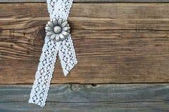 Flores de los botones del metal del vintage y cinta del cordón Fotos de archivo libres de regalías