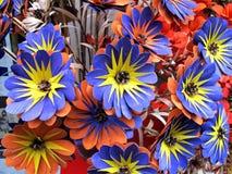 Flores de madera azules hechas a mano imágenes de archivo libres de regalías