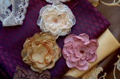 Flores de matéria têxtil Imagens de Stock Royalty Free