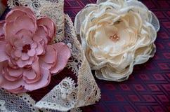 Flores de matéria têxtil Foto de Stock Royalty Free