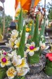 Flores de ofrecimiento del arroz en templo de la montaña de Phou de Wat Phu o de la cuba Fotografía de archivo libre de regalías