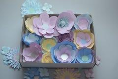 Flores de papel del colorfull hecho a mano Fotos de archivo libres de regalías