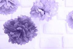 Flores de papel en el partido de fiesta de bienvenida al bebé Decoración y ce del partido Imagenes de archivo