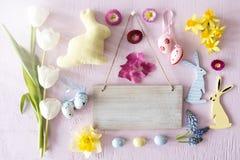 Flores de Sunny Easter Flat Lay With, espacio de la copia Imagen de archivo