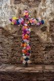 Flores de uma cruz de Jesus Fotos de Stock Royalty Free