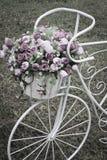 Flores decorativas de la bicicleta Fotografía de archivo