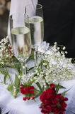 Flores del champán de los vidrios de la boda Fotografía de archivo libre de regalías