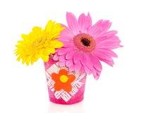 flores del gerber en un pequeño florero Foto de archivo libre de regalías