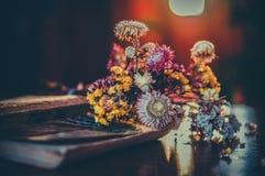 Flores del libro Foto de archivo libre de regalías