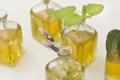 Flores del petróleo esencial y de la lavanda fotografía de archivo