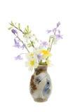 Flores del resorte en un florero Imagen de archivo libre de regalías