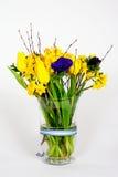Flores del resorte en un florero de cristal Imagen de archivo