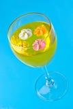 Flores do açúcar em um vidro com geléia Imagens de Stock