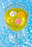 Flores do açúcar em um vidro com geléia Fotos de Stock Royalty Free
